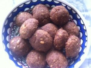 עוגיות אגוזים טבעוניות עם סוכר קוקוס